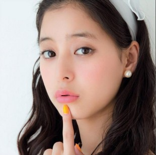ガストの牡蠣フェアCMの女優は誰?新木優子の彼氏や大学が気になる!