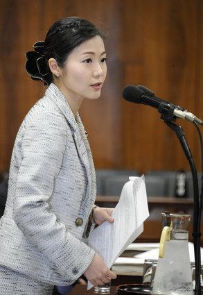 加藤鮎子が宮崎謙介と離婚した理由は?高校や再婚相手の夫が気になる!